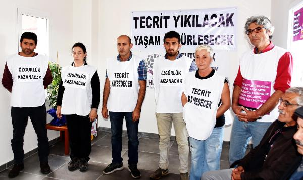 HDP ILCE BINASINDA ALTI KISI ACLIK GREVINE BASLADI. (FOTOGRAF: DHA - YASAR ANTER / BODRUM)