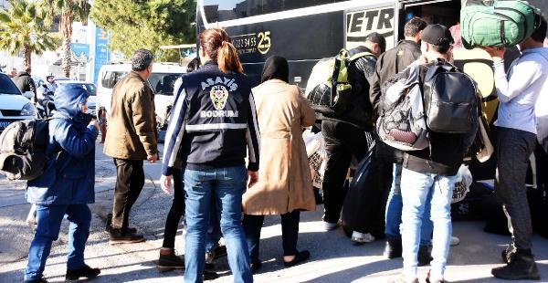 POLISIN OTEL VE PANSIYONLARA YAPTIGI BASKINLARDA SURIYELI KACAKLAR YAKALANDI. (FOTOGRAF: DHA - YASAR ANTER / BODRUM)