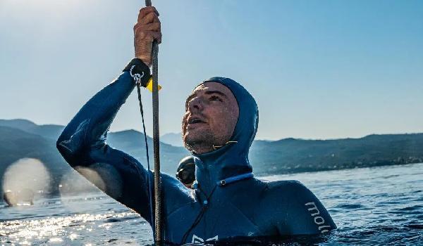 Fransa'da serbest dalışçı 112 metre derinliğe dalarak dünya rekoru kırdı (DHA)