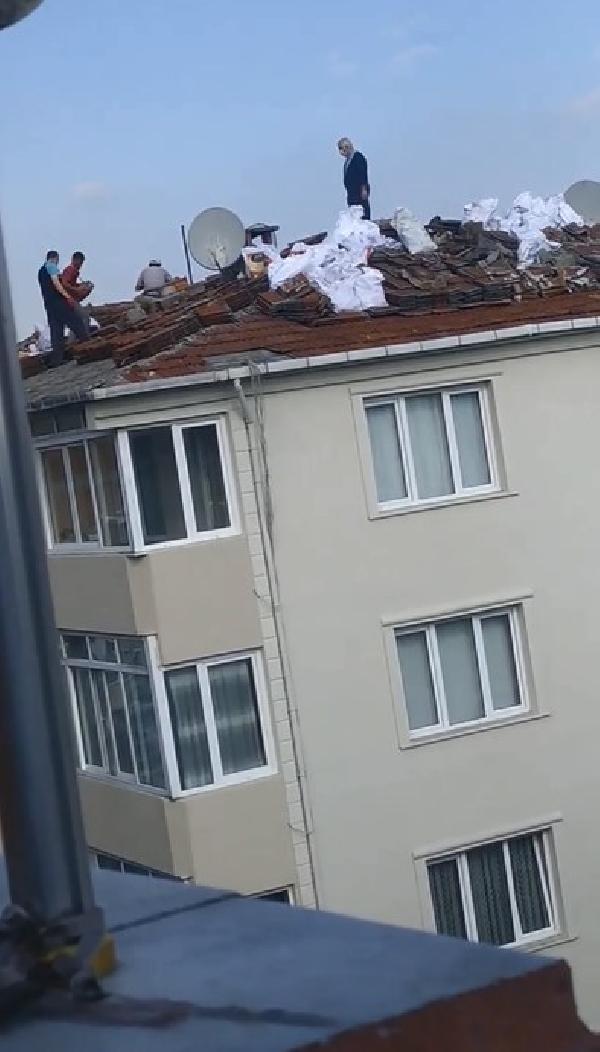 ISMETPASA MAHALLESINDE DE CATIDAKI ISCILER (ISTANBUL DHA)
