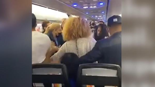 Porto Riko'da yolcu uçağında 'maske' kavgası (DHA)
