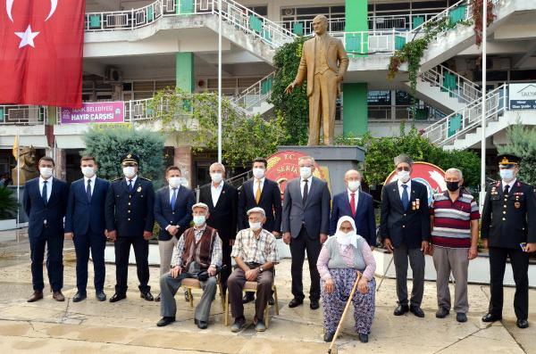 TURKIYE CUMHURIYETI'NIN KURULUSUNUN 97. YIL DONUMU, SERIK ILCESINDE COSKUYLA KUTLANDI.(FOTO:SERIK-DHA)