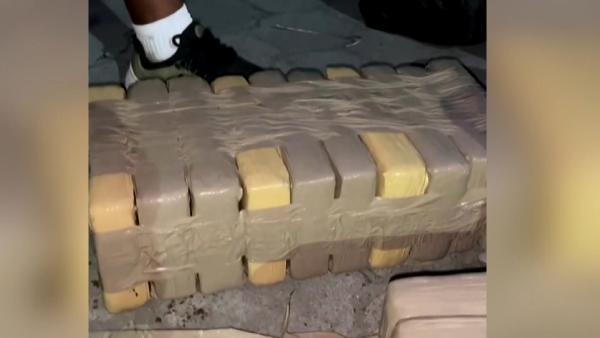Kolombiya açıklarında denizaltından 60 milyon dolar değerinde uyuşturucu ele geçirildi (DHA)
