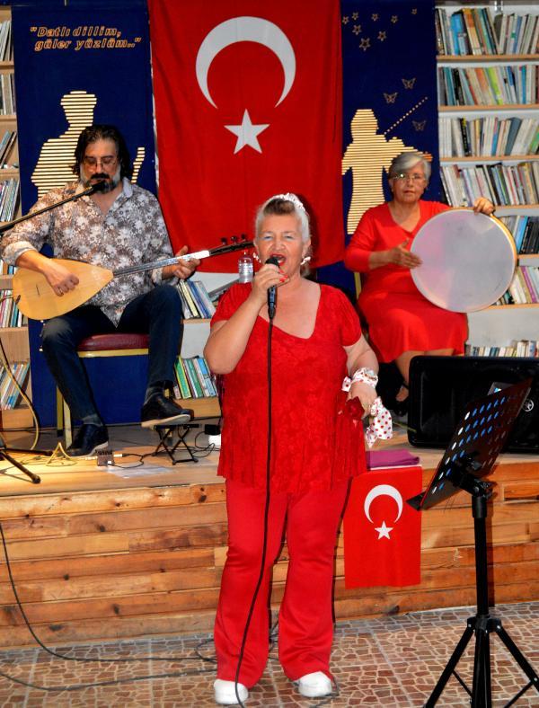 ANTALYALI YEREL SES SANATCILARI, CUMHURIYET BAYRAMI'NA OZEL BIR KONSER DUZENLEDI.(FOTO:ANTALYA/DHA)