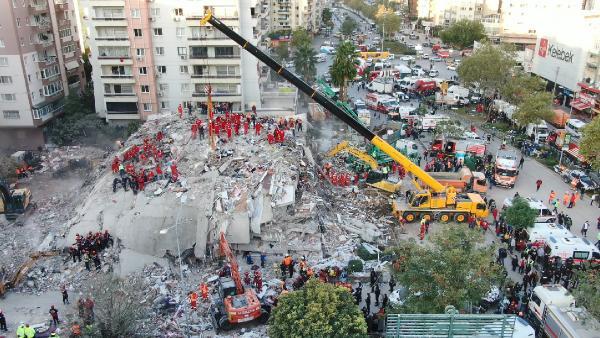 IZMIR DE YASANAN DEPREMDE YIKILAN RIZA BEYAPARTMANIN HAVADAN GORUNTUSU(FOTO ALI AKSOYER/ISTANBUL(DHA))