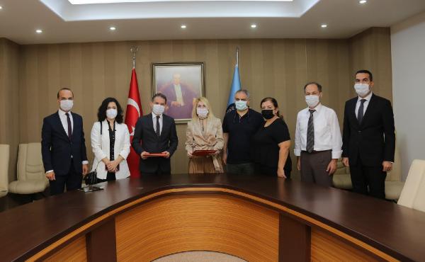 AKDENIZ UNIVERSITESI VE TURK EKONOMI BANKASI ARASINDA BANKACILIK HIZMETLERI VE PROMOSYON ODEMESI PROTOKOLU IMZA TORENI DUZENLENDI.(FOTO:ANTALYA-DHA)