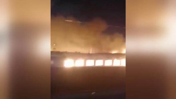 Kazakistan'da seyir halinde hareket eden trende yangın kamerada (DHA)