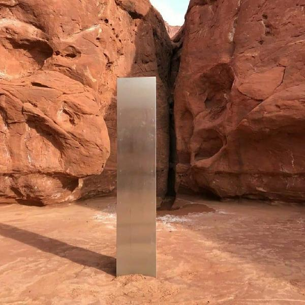 ABD'de çölde keşfedilen gizemli metal blok paniğe neden oldu (DHA)