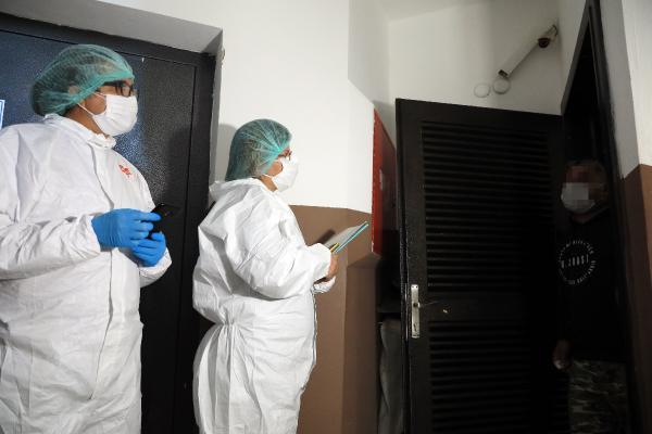 ANTALYA'DA 500 KISILIK FILYASYON EKIBI, PCR TESTI POZITIF CIKAN KORONAVIRUS HASTALARINI EVLERINDE TEK TEK ZIYARET EDIP SAGLIK DURUMLARINI KONTROL EDIYOR.(FOTO:ALPARSLAN CINAR/ANTALYA-DHA)