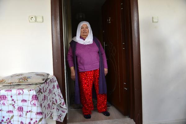 ADANA'DA TEK YASAYAN SERIFE KOSE (60), EVINE GIREN VEYSEL AYDINLI TARAFINDAN GASBEDILDI. FOTO: RUSAN ANIL ATAR/ADANA, (DHA)