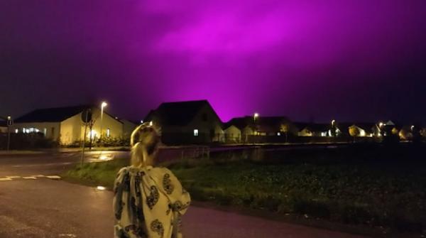 İsveç'te gökyüzü mor renge büründü (DHA)