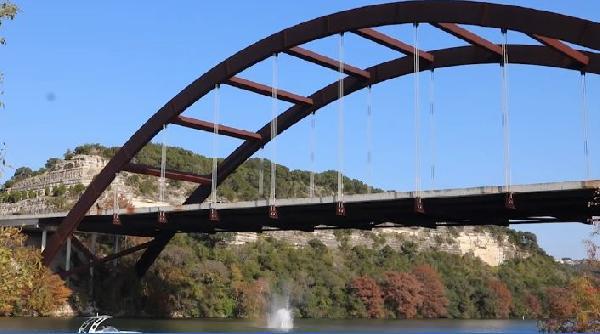 Köprüden nehre atlayan ABD'li YouTuber kafatasını kırdı (DHA)