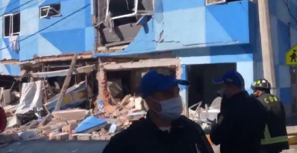 Meksika'da pizza restoranında patlama anı kamerada (DHA)