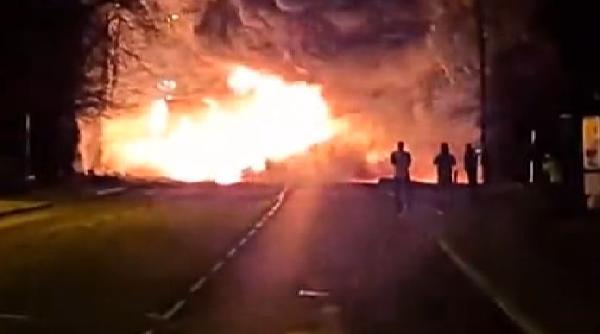 İngiltere'de kimyasal madde taşıyan tankerde yangın (DHA)