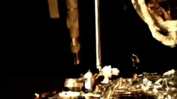 Chang'e-5'in Ay'da kaya örnekleri topladığı o anlar görüntülendi (DHA)
