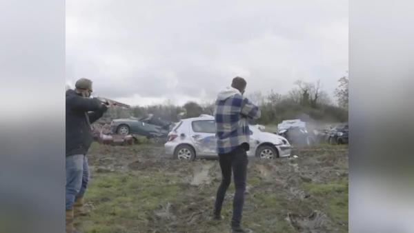 İngiltere'de hurda araç şirketinden ilginç stres atma yarışması (DHA)