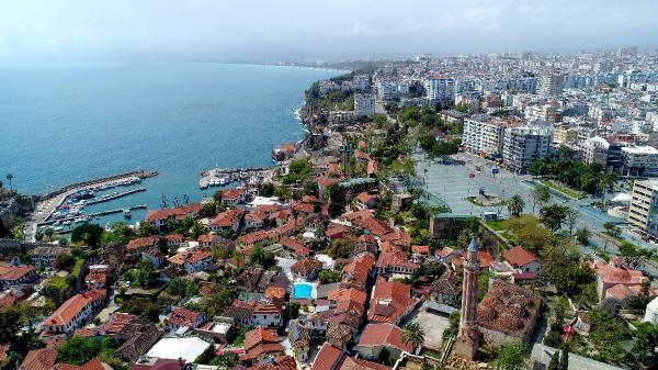DUNYA GENELINE YAYILAN COVID-19 SALGININDA TURKIYE'DEKI ILK VAKANIN 10 MART'TA TESPIT EDILMESININ ARDINDAN ANTALYA'DA 15 MART ITIBARIYLE 'EVDE KAL' CAGRILARI YAPILDI.(FOTO:ANTALYA-DHA)