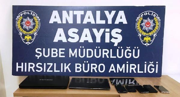 ANTALYA'DA 8 IS YERINDEN HIRSIZLIK YAPAN A.B. (36), POLIS TARAFINDAN YAKALANDI.(FOTO:ANTALYA-DHA)
