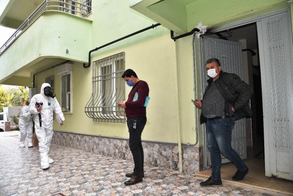 ANTALYA'DA MURAT OZDEN (51), YALNIZ YASADIGI EVDE OLU BULUNDU. POLIS, EVDE YAPTIGI INCELEMEDE, EROIN OLDUGU DEGERLENDIRILEN BAZI MADDELER ILE ENJEKTOR BULDU.(FOTO:BULENT TATOGULLARI/ANTALYA-DHA)