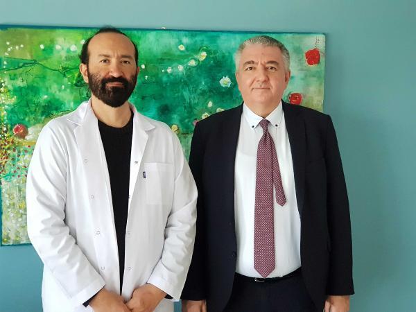 KOCAELI UNIVERSITESI TIBBI GENETIK ANABILIM BASKANI PROF. DR. HAKAN SAVLI(SAGDA) VE DOC. DR. NACI CINE(SOLDA), YAPTIKLARI CALISMALARDA KORONAVIRUSUN BILESIK MUTASYONLAR HALINDE BULASMAYA BASLADIGINI ORTAYA CIKARDI. FOTOGRAF-DINCER AKBIR-IZMIT-DHA