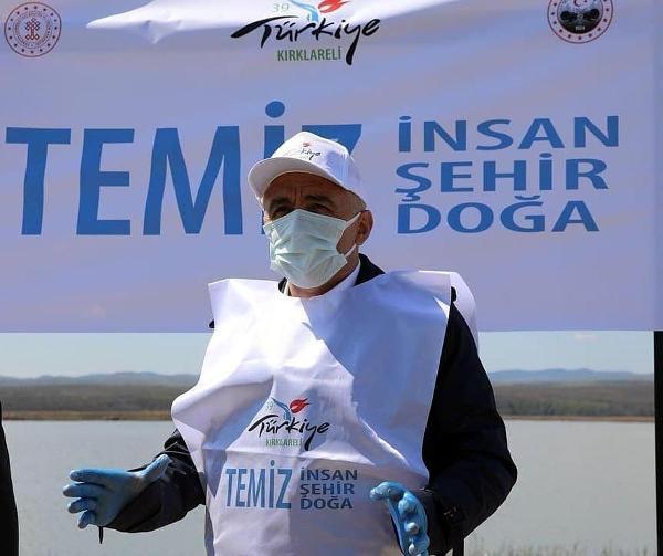 KIRKLARELI'DE MERT GOLU CEVRESINDE COPLER TAPLANARAK CEVRE TEMIZLIGI YAPILDI. (FOTO: DHA)