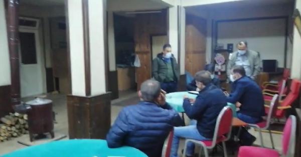 Evde ve kahvede kumar oynayan 18 kişiye ceza 1 – dbe4e8df20c5a6b7aa47bd81e4569546