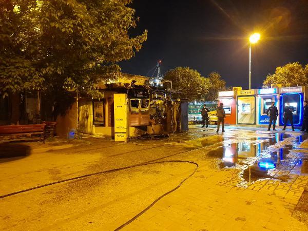 BAKIRKOY'DE IBB'YE AIT BIR HALK EKMEK BUFESI ALEV ALEV YANDI. (FOTO: SONER HASIRCIOGLU / ISTANBUL DHA)
