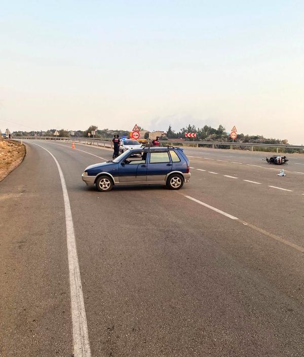 ANTALYA'NIN KAS ILCESINDE OTOMOBILLE MOTOSIKLETIN CARPISMASI SONUCU MEYDANA GELEN KAZADA IKI KISI YARALANDI.(FOTO:KAS-DHA)