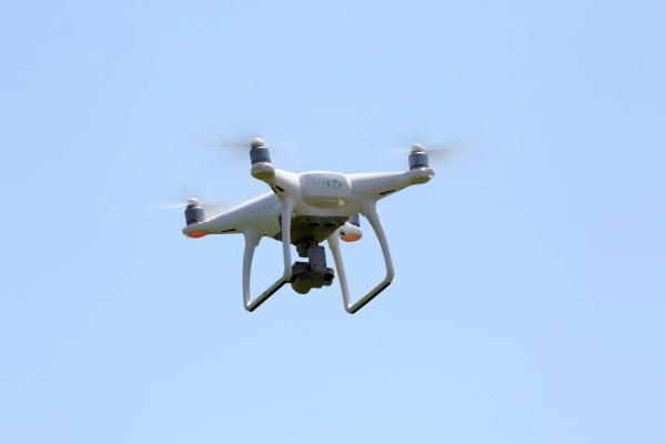AKDENIZ UNIVERSITESI'NDE (AU) TURKIYE'DE ILK OZEL GUVENLIK DRON EKIBI KURULDU. REKTOR PROF. DR. OZLENEN OZKAN'IN KATILIMIYLA GUVENLIK GOREVLILERINE DRON EHLIYET BELGESI VERILDI.FOTO:EROL AKKIR/ANTALYA-DHA)
