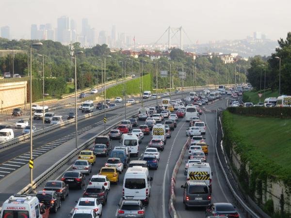 15 Temmuz Şehitler Köprüsü'nde trafik yoğunluğu 1 – bcbf6f8ba7e640500a3e4383ddbae6a8