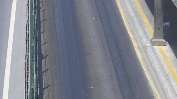 Son dakika... Metrobüs yolunda şaşırtan görüntü! Aşırı sıcaktan asfalt eridi 1 – 557a62bd01f34b622ed7e606904e6841