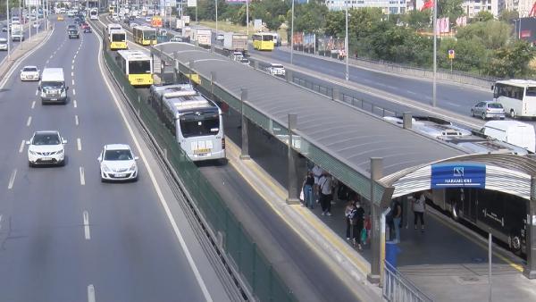 Son dakika... Metrobüs yolunda şaşırtan görüntü! Aşırı sıcaktan asfalt eridi 2 – c42033babef85936e87925147f7b7520