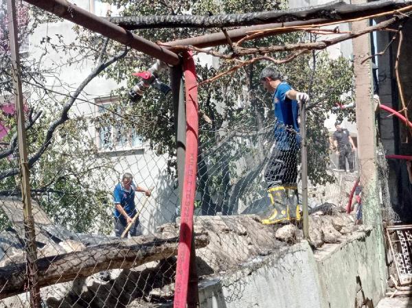Odun deposunda yangın çıktı! 3 çocuk dumandan etkilendi 1 – 80758e92d0e51ff15652d4d7e9f1964d