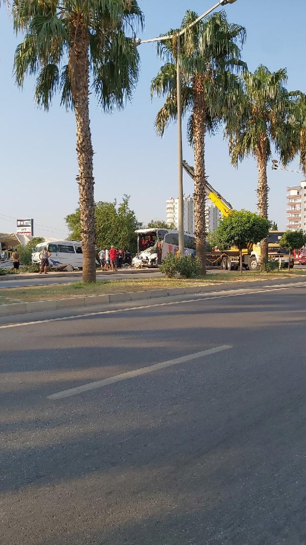 MERSIN'IN SILIFKE ILCESINDE SARAMPOLE YUVARLANAN YOLCU OTOBUSUNDE 33 KISI YARALANDI. FOTO: MERSIN, (DHA)