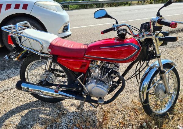 BURDUR'DA JANDARMANIN DIKKATI SAYESINDE CALINAN 2 MOTOSIKLET BULUNURKEN, OLAYLA ILGILI COCUK YASTAKI 4 SUPHELI YAKALANDI.(FOTO:BURDUR-DHA)