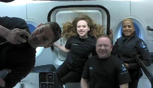 Yörüngedeki 'uzay turistlerinden' ilk görseller (DHA)