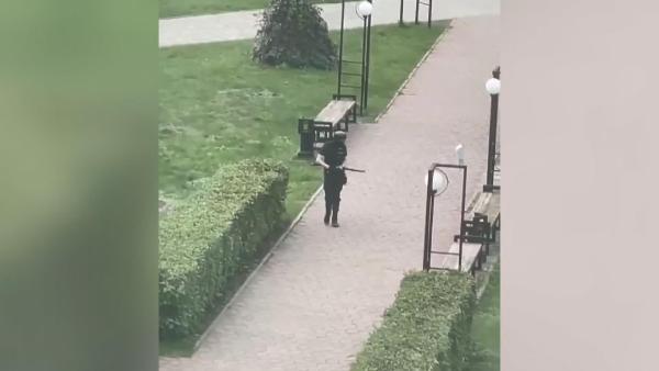 Perm Üniversitesi silahlı saldırganı kamerada (DHA)