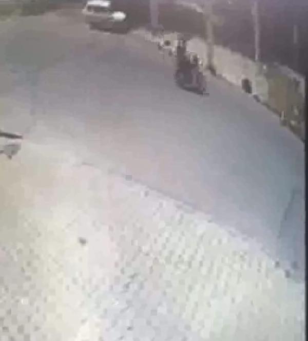 PENDIK TE CINAYETIN ARDINDAN MOTOSIKLETLE KACAN SUPHELILER GUVENLIK KAMERALARINCA GORUNTULENDI(DHA/ISTANBUL)