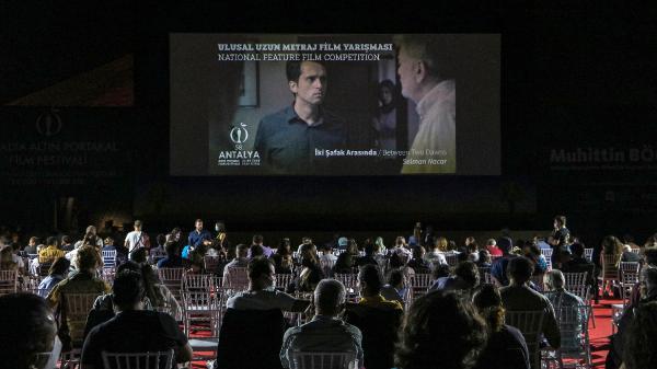 BU YIL 58'INCISI DUZENLENEN ANTALYA ALTIN PORTAKAL FILM FESTIVALI'NIN ULUSAL KATEGORIDE YARISACAK FILMLERINDEN SELMAN NACAR'IN 'IKI SAFAK ARASINDA' VE NAZLI ELIF DURLU'NUN 'ZUHAL' FILMI IZLEYICIYLE BULUSTU.(FOTO:SEMIH ERSOZLER/ANTALYA-DHA)