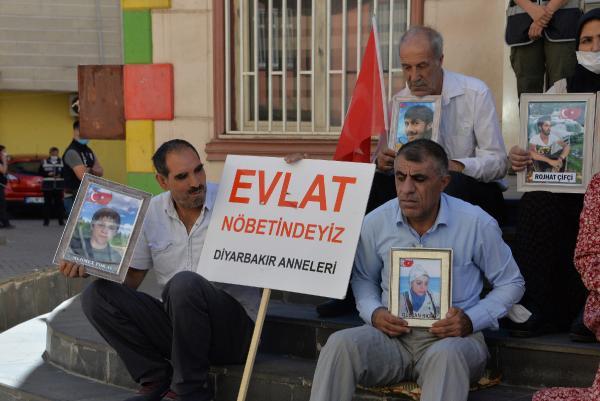 DIYARBAKIR'DA COCUKLARININ TEROR ORGUTU PKK TARAFINDAN KACIRILDIGINI SOYLEYEN 235 AILENIN EVLAT NOBETI, 763'UNCU GUNDE DE DEVAM EDIYOR. FOTO: MEHMET MUCAHIT CEYLAN/DIYARBAKIR, (DHA)