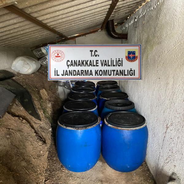 CANAKKALEDE JANDARMA TARAFINDAN DUZENLENEN OPERASYONDA BIR BAG EVINDE SATISA HAZIR 3 BIN 230 LITRE SARAP ELE GECIRILDI. (FOTO: CANAKKALE, DHA)