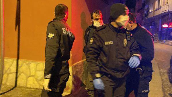 BURSA'DA, POLIS EKIPLERINCE DURDURULAN MOTOSIKLETTE YAPILAN ARAMADA HASSAS TERAZI VE UYUSTURUCU MADDE ELE GECIRILDI. SURUCU HALID K. (27), GOZALTINA ALINDI. FOTOGRAF:BURSA,(DHA)